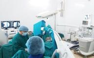 Phẫu thuật cứu bé 9 tuổi gãy xương đùi sưng nề, biến dạng