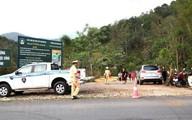 Khởi tố vụ 2 vợ chồng và con nhỏ chết bí ẩn trong xe Mercedes