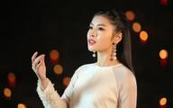 Sao Mai Thu Hằng hát dưới 1.000 ngọn nến ở chùa Hương trong MV nhạc Phật