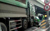 Hà Nội: Xe ben tông xe taxi, đường Nguyễn Xiển ùn tắc nghiêm trọng
