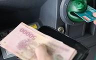 Làm thế nào để tiết kiệm trăm nghìn tiền phí giao dịch ATM?