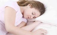 Cô gái 20 tuổi bị điếc đột ngột chỉ vì thường xuyên đeo thứ này khi ngủ