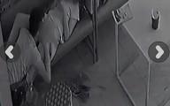 Sốc: Cặp nam nữ 'làm chuyện ấy' ngay trên ghế trong quán cà phê tại Hà Nội