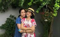 Mai Phương cười rạng rỡ khi được Ốc Thanh Vân đưa đi chơi quanh Sài Gòn
