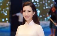 Hoa hậu Đỗ Mỹ Linh thướt tha trong tà áo dài trắng