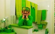 Cụ bà 75 tuổi khiến mọi người phấn khích với cuộc sống trong ngôi nhà chỉ toàn màu xanh lá
