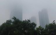 Sương mù bao phủ trong làn không khí ô nhiễm ở Hà Nội