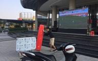 """Nhiều địa phương ở Nghệ An, Hà Tĩnh lắp màn hình LED """"khủng"""" cổ vũ U22 Việt Nam đá trận chung kết SEA Games 30"""