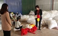 Kiểm tra nhà xưởng của hợp tác xã nghi đổ trộm chất thải lạ ở Hà Nội