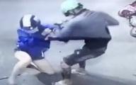 2 tên cướp xịt hơi cay cướp xe, lắc vàng của người phụ nữ ở TP.HCM