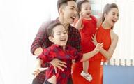 2 bé yêu nhà Khánh Thi - Phan Hiển khiến fan thích mê vì quá dễ thương
