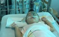 Sự sống mong manh của bé trai 14 tháng tuổi bị nhược cơ phải thở máy gần năm trời