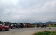 NÓNG: Hàng trăm cảnh sát mặc áo giáp vây ráp nhóm đối tượng dùng súng cố thủ, một số người dân phải di tản