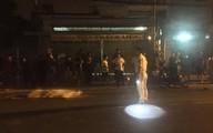 TP HCM: Bạn trai và người thân thất thần bên thi thể cô gái nằm dưới bánh xe container