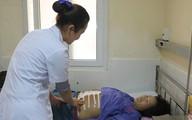 Thai nhi thò tay khỏi bụng, mẹ bầu mới đến viện