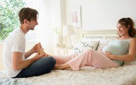 Bất ngờ vỡ ối, tôi hốt hoảng gọi cho chồng để rồi lặng người nghe âm thanh tế nhị trong điện thoại