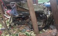 Xe tải tông sập hàng loạt nhà dân, 2 người tử vong