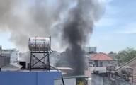 Cháy 2 căn nhà trong hẻm, người phụ nữ lớn tuổi ngã quỵ, gào khóc vì mất hết tài sản