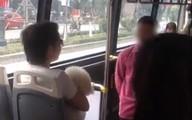 Bị nhắc nhở vì mang chó lên xe buýt, người đàn ông chỉ tay quát nạt: 'Chó tao là chó cảnh, bị phạt 10 triệu, tao chịu 20 triệu cho mày'