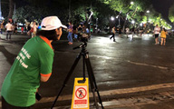 Hà Nội ghi hình người xả rác ở phố đi bộ Hồ Gươm để xử phạt