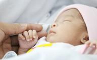 Bỏ bé gái sinh non tại bệnh viện, người mẹ trẻ đã quay lại đón con sau gần 1 tháng biệt tích