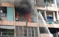 Cháy lớn ở chung cư, nhiều người mắc kẹt bên trong