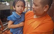 TP.HCM: Bé gái 4 tuổi lạc người thân trước cửa tịnh xá