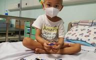 Nước mắt đau đớn của đôi vợ chồng có con trai 4 tuổi bị ung thư nguyên bào thần kinh