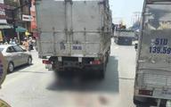 Rẽ trái không quan sát, đôi nam nữ đi xe máy bị xe tải cán tử vong thương tâm
