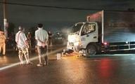 Va chạm xe máy trên đường, người đàn ông bị cuốn vào gầm xe tải tử vong