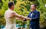 Cười đau ruột cảnh chú rể bất ngờ với người mặc váy cô dâu
