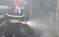 Ninh Bình: Cháy chợ, 30 kiốt bị thiêu rụi
