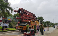 Vợ khóc ngất khi chồng bị xe bơm bê tông cán chết thảm trên đường mang cam cho con