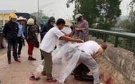 Người phụ nữ chở con nhỏ bị chặn xe, chém liên tiếp giữa đường