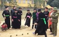 Người Tuyên Quang thi nhau đi cầu khỉ trong ngày hội khai xuân năm mới