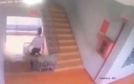 Nam sinh lớp 9 tử vong vì trượt lan can cầu thang