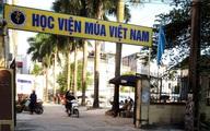 """Ba nữ sinh đỗ Đại học Sân khấu - Điện ảnh nguy cơ trượt vì Học viện Múa Việt Nam """"giam"""" bằng"""