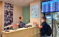 Unilever đồng hành cùng cảng hàng không quốc tế Tân Sơn Nhất và công ty Sasco phòng dịch cho hành khách trước mỗi chuyến bay