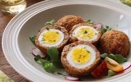 Trứng gà bọc thịt chiên xù thơm ngon chấm cùng các loại sốt, bạn sẽ tiếc sao không làm món này sớm hơn trong thực đơn của mình