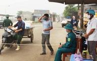 Lập chốt, kiểm tra thân nhiệt người vào cảng cá ở Nghệ An