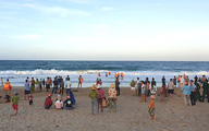 Đi tắm biển, 2 học sinh lớp 10 chết đuối thương tâm