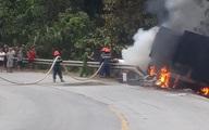 Xe container bốc cháy khi đang di chuyển, tài xế bị thương nặng, may mắn thoát chết