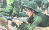 Nữ sinh Lào Cai nổi trên mạng nhờ khoảnh khắc tập quân sự