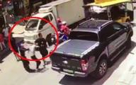 Xôn xao nhóm người bịt mặt xông vào cửa hàng hành hung một phụ nữ đang bế con nhỏ