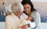 Tỷ phú 89 tuổi khoe con trai mới sinh