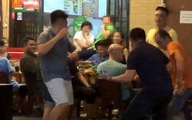 Bị nhắc vì hát loa kẹo kéo gây ồn ào, nhóm thanh niên ngồi nhậu đánh CA, nhốt luôn dân phòng