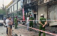 TP.HCM: Chi nhánh ngân hàng Eximbank cùng nhà dân bên cạnh cháy dữ dội lúc rạng sáng