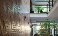 Ngôi nhà trong hẻm nhỏ Hà Nội trở nên nổi bật nhờ những bức tường làm bằng gốm sứ Bát Tràng