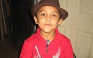 Bé trai 8 tuổi bị mẹ và người tình bạo hành rồi giết hại, đau lòng hơn là mảnh giấy note mà đứa trẻ để lại trong ngăn bàn