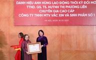 Nữ Giáo sư 53 năm nghiên cứu vaccine nhận danh hiệu Anh hùng Lao động thời kỳ đổi mới